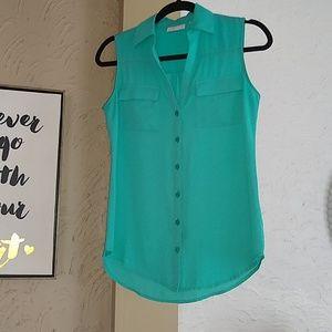 Turquoise sleeveless button up shirt.